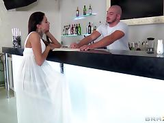 A lucky bartender gets to bang his sexy last customer