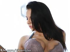 Sultry MILF Takes it in the ASS