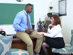 Sara's black boss is ready to give her a mind-blowing penetration