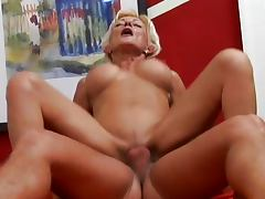 Orgasmic blond mature moans to the end