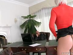 Booty secretary serves her boss right in his office
