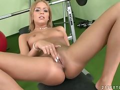 Amanda's workout end up with a hot self penetration