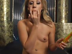 Awesome blonde Leah Luv gets satisfied by a fucking machine