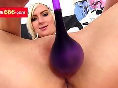Medical nurse Amanda Vamp opens vagina with a gyno device